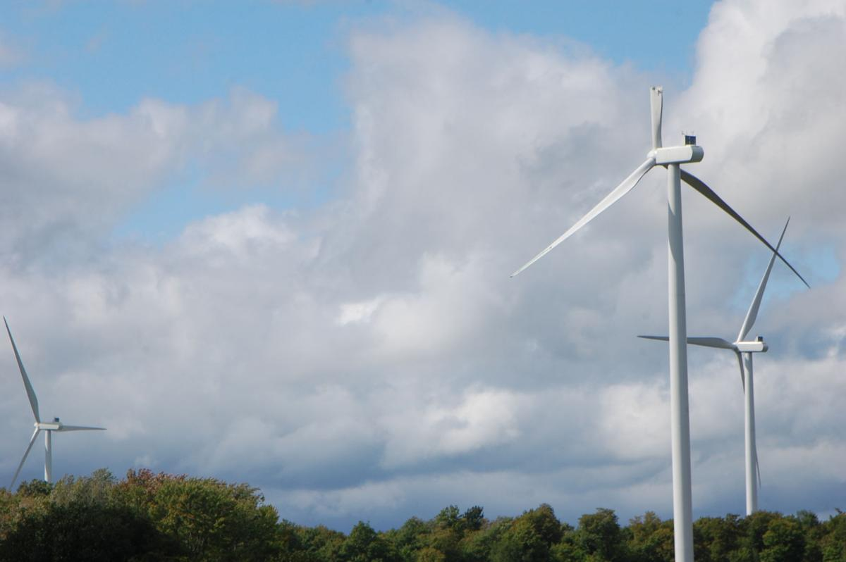 Storm damages Copenhagen Wind Farm blade