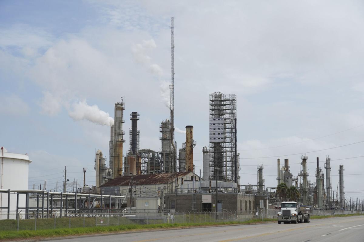 Repair of Texas oil refineries could take weeks