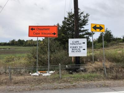 Signs help drivers deal with detour