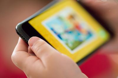 Kids need more screen time now, expert says