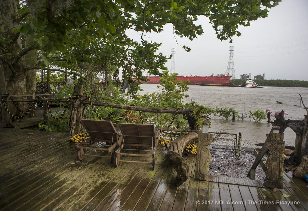 Rising Mississippi River expected to crest Thursday, just shy of its flood stage