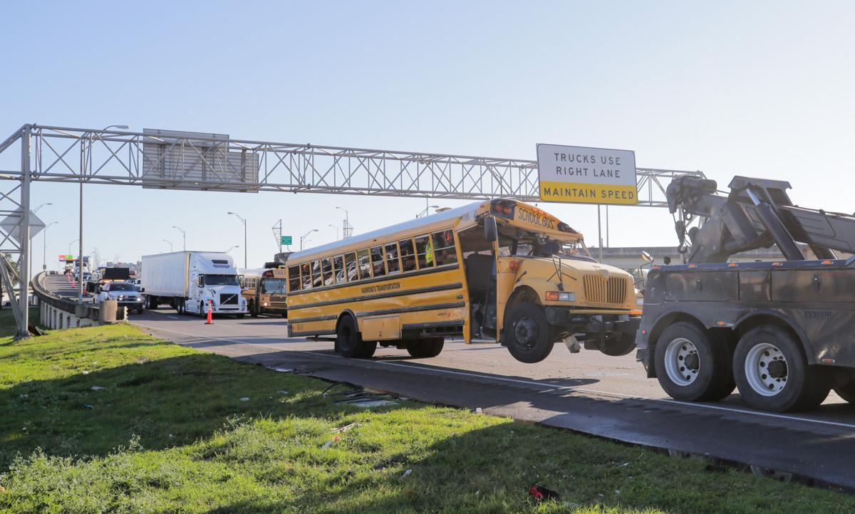 NO.schoolbuswreck.121919_0005.jpg