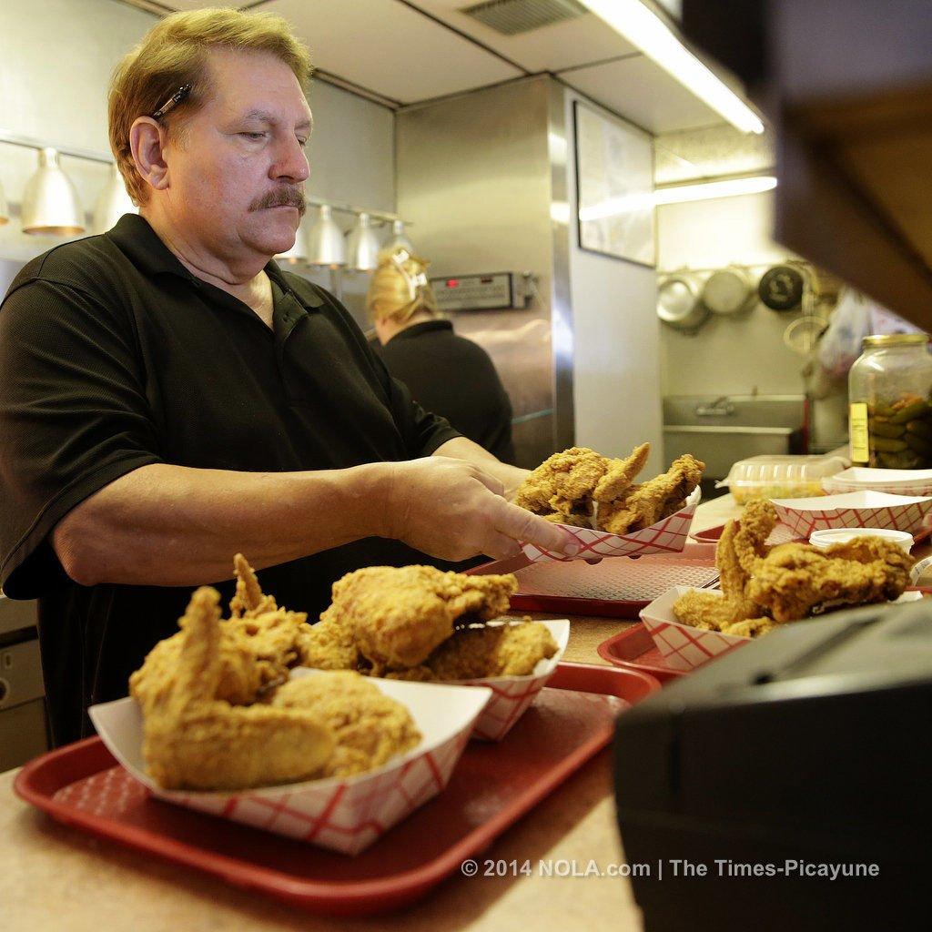 Fried chicken taste test heads to Chubbie's with burlesque dancer Trixie Minx
