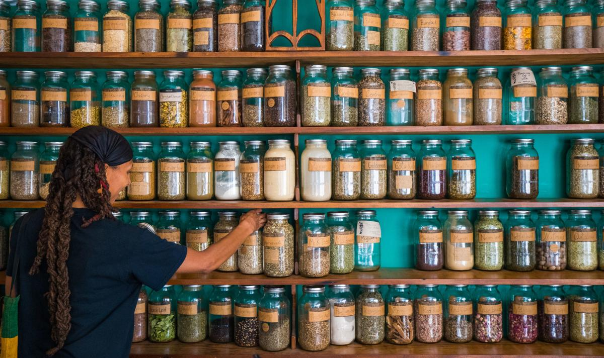 After closing of popular F&F Botanica, shoppers find candle