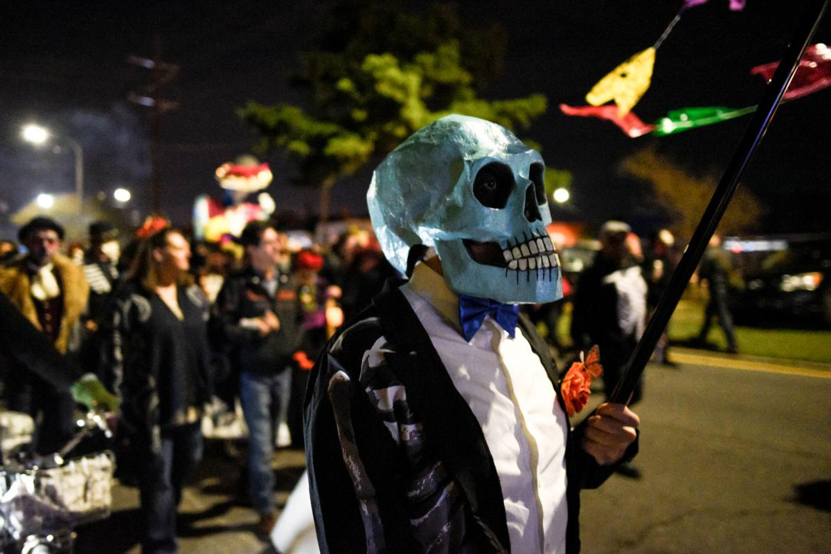 NO.dayofthedeadparade.110319.41.jpg