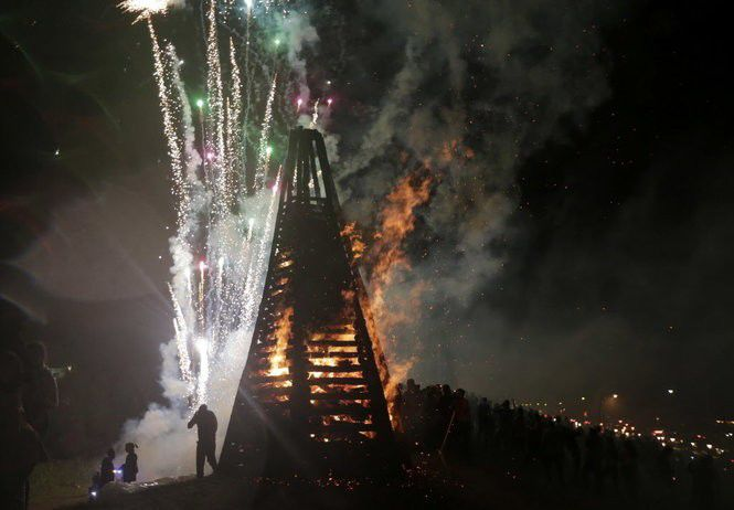 Christmas Eve Bonfires on the Levee: What to know and where to go.