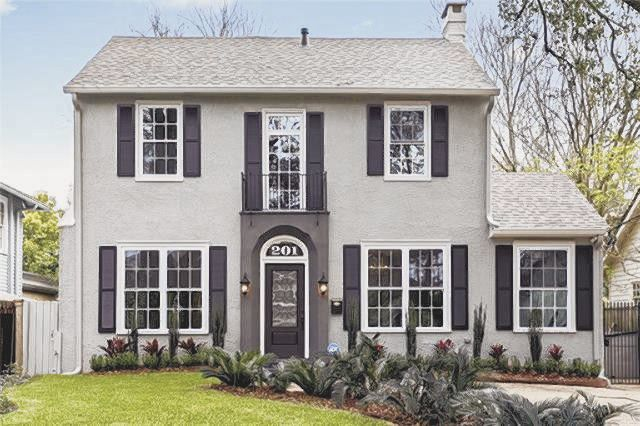 201 Fairway Dr. in Country Club Gardens