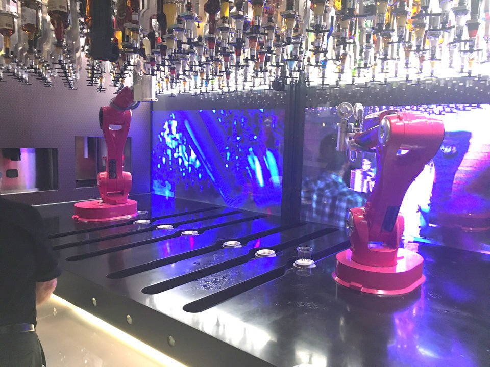 Meet the newest bartenders at Hard Rock Casino -- they're robots