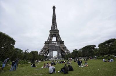 Virus Outbreak France Eiffel Tower