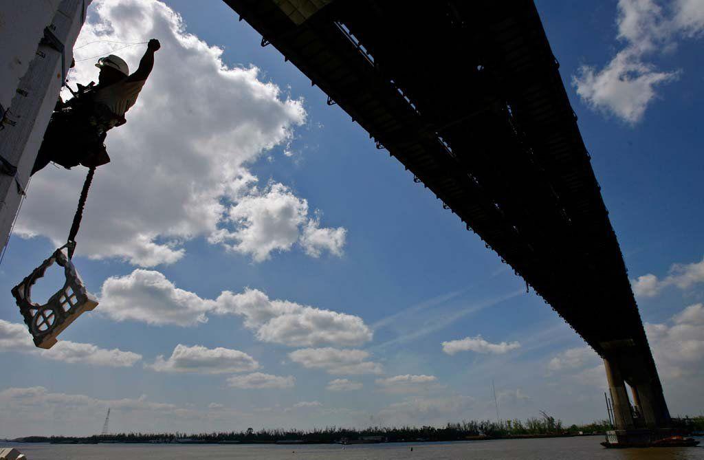 Huey P  Long Bridge widening to end steering-wheel death grip