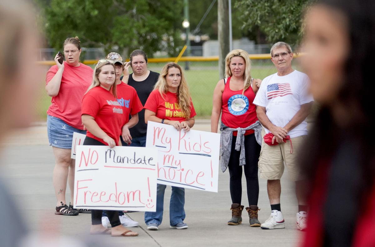 Parents protest mask mandate in St .Tammany schools