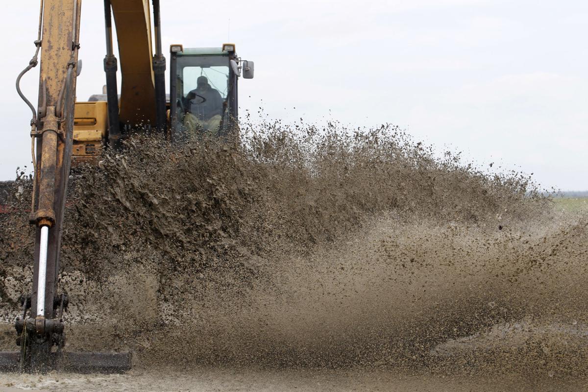 Restoring wetlands with sediment from Mississippi River