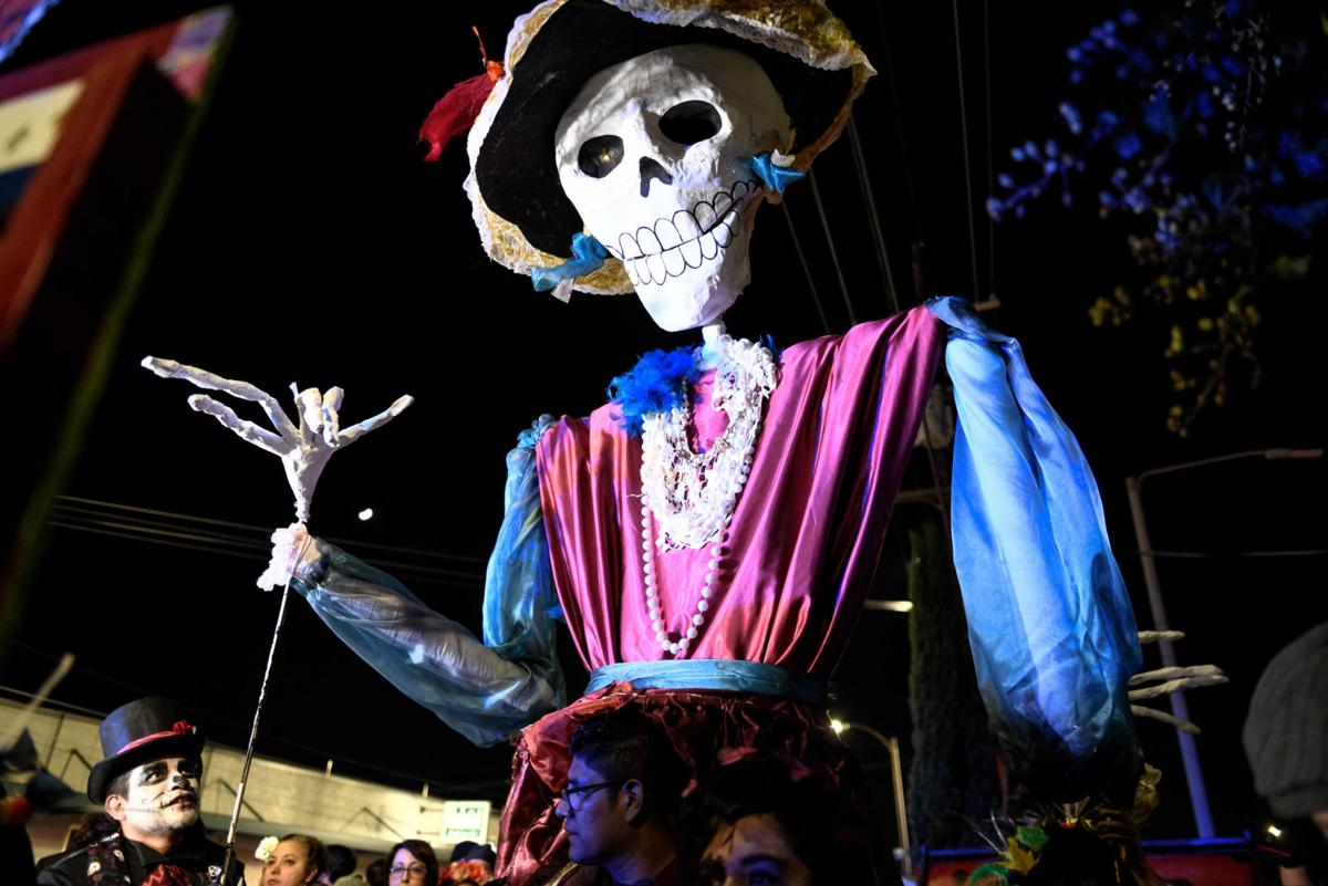 NO.dayofthedeadparade.110319.26.jpg