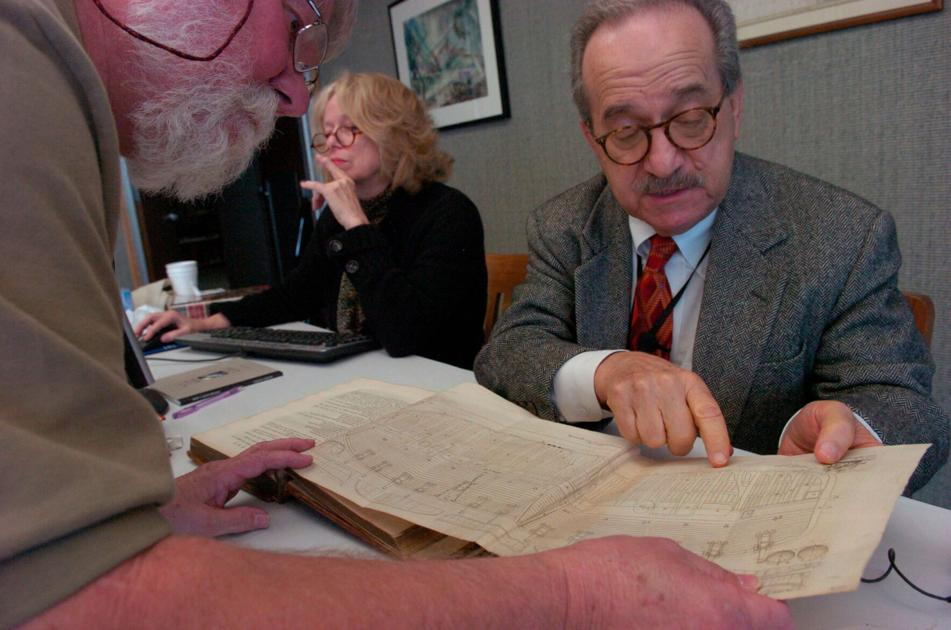 Joseph DeSalvo, who traded corporate law to sell books, dies at 88