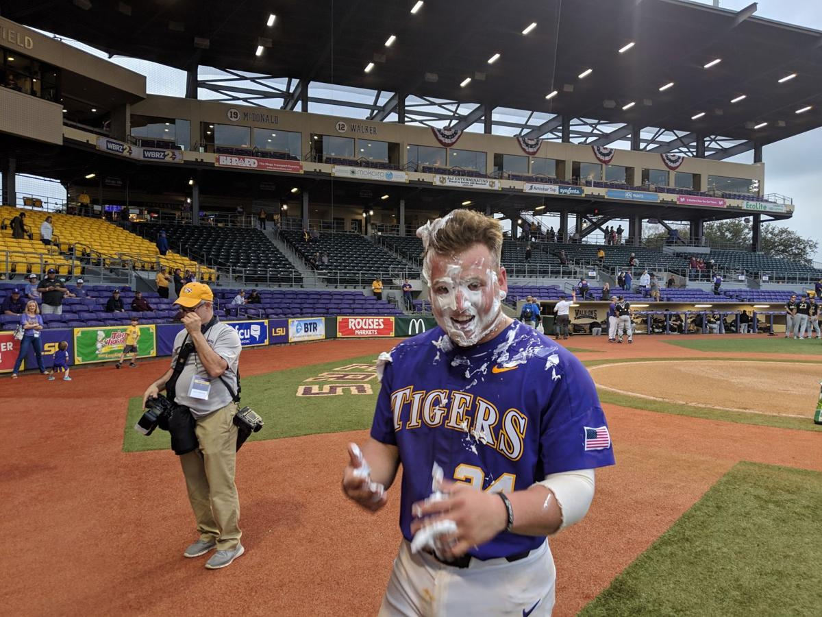LSU makes statement in SEC opener with 2 complete wins against Kentucky