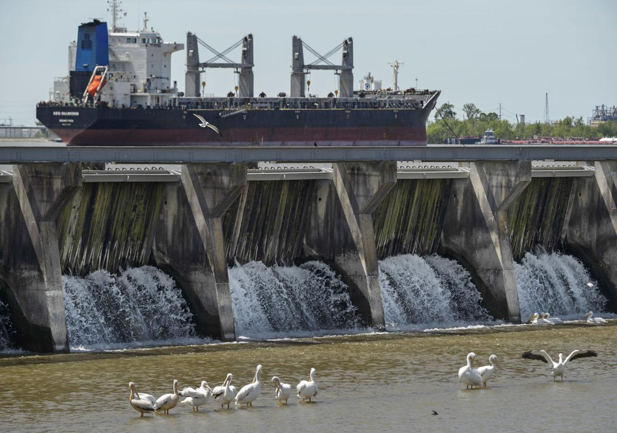 Ship passing spillway