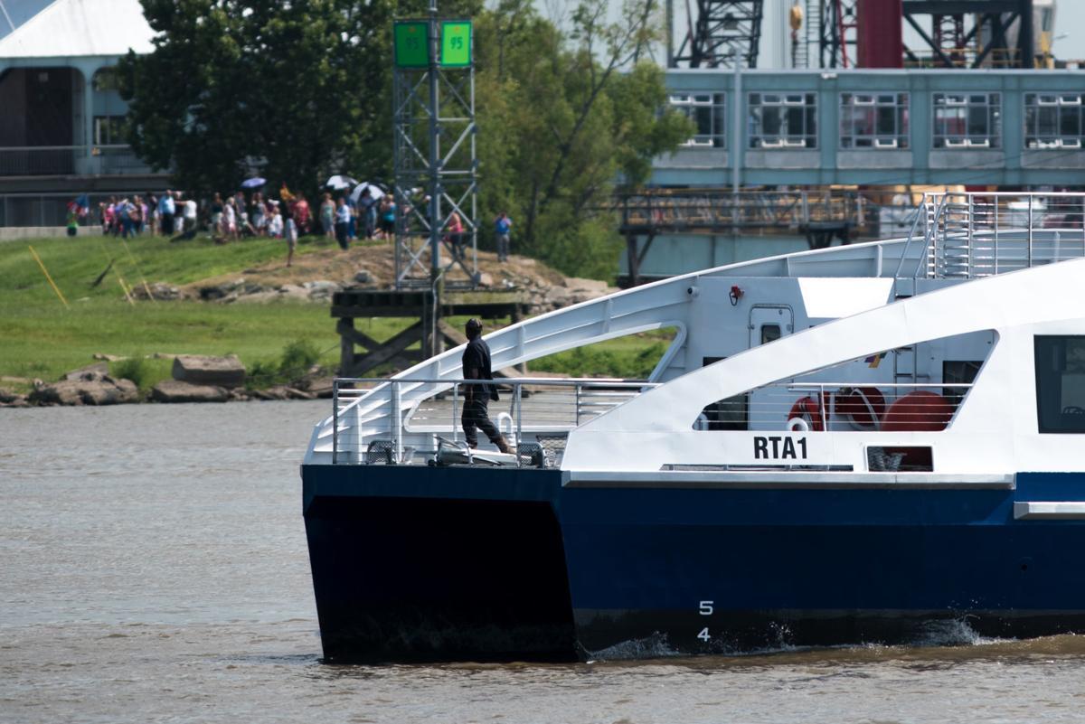 NO.ferryboat.071118.012009