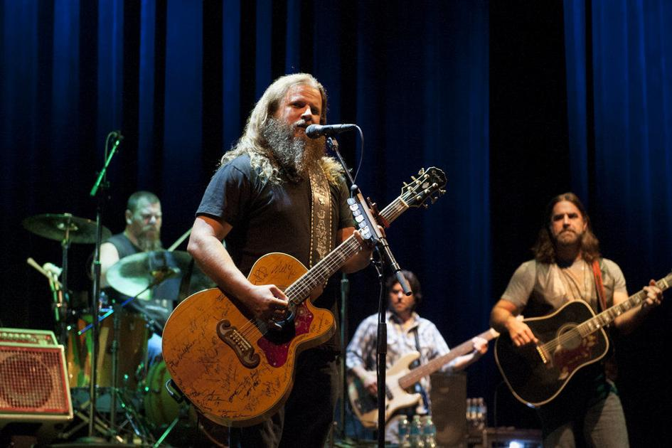 Jamey Johnson conjured classic outlaw country at New Orleans' Civic Theatre on Thursday