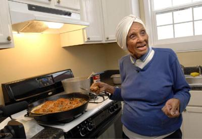 Willie Mae Seaton, honored for her food and beloved beyond the stove, died Sept. 19 at 99 _lowres