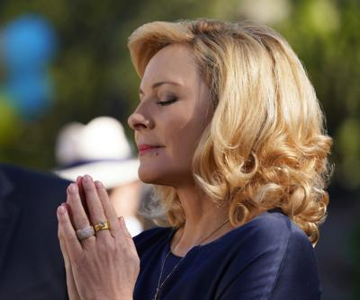 Here's your first look at Kim Cattrall's New Orleans-shot series 'Filthy Rich' (video)