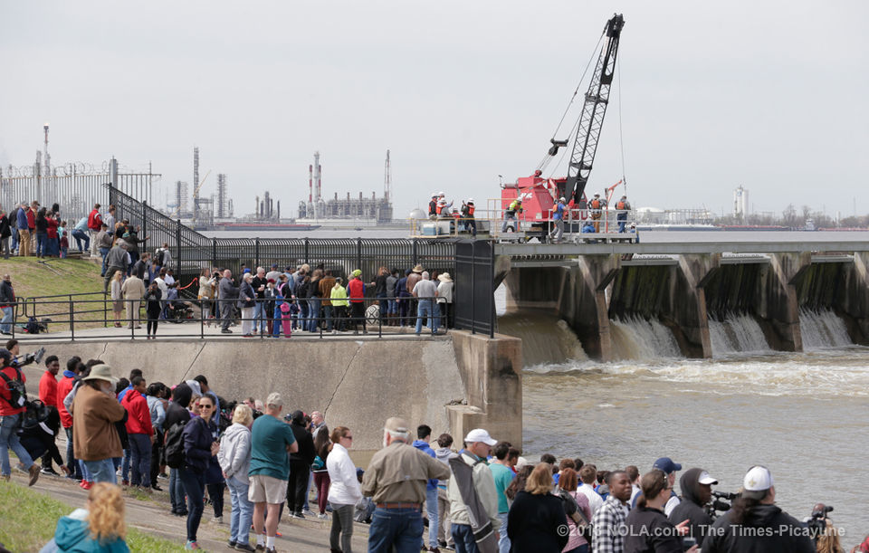 Army Corps opens 13 more bays on Bonnet Carre' Spillway