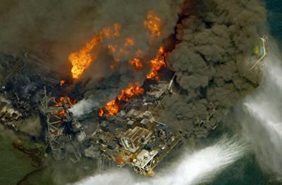 The Deepwater Horizon drill platform on fire