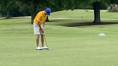 St. Paul's Griffin Dorr leads Division I after one day