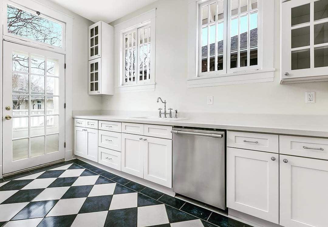 kitchen utilizing all space