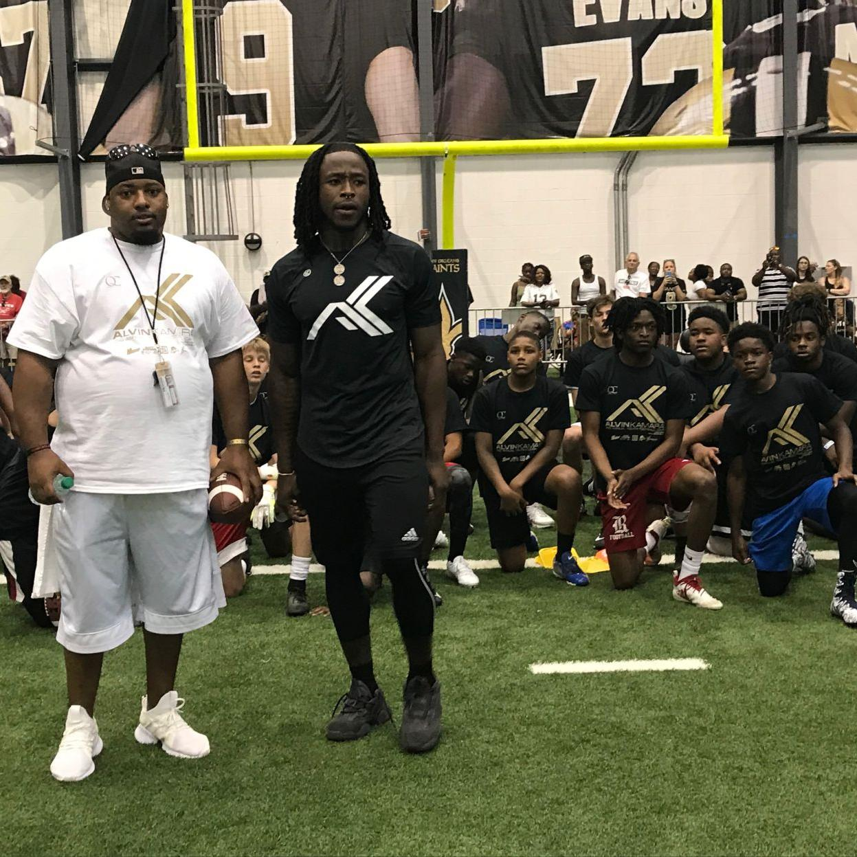 finest selection b1a19 ccb79 Alvin Kamara hosts hundreds of kids at 2nd annual football ...