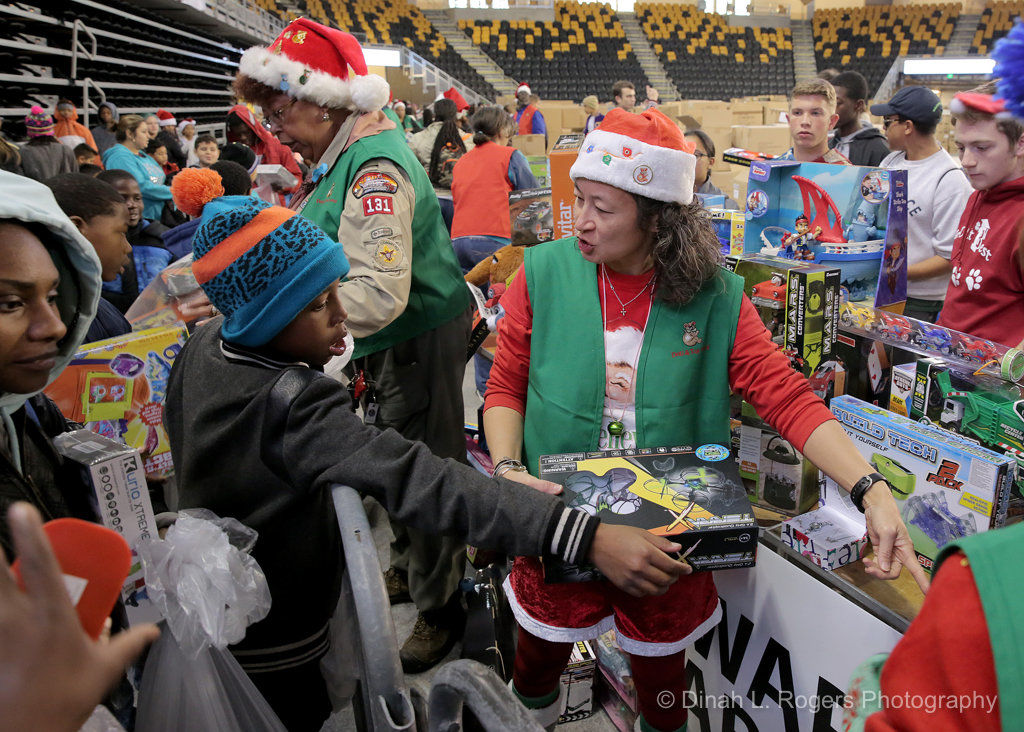 4,000 children turn up for The Times-Picayune Doll & Toy Fund distribution