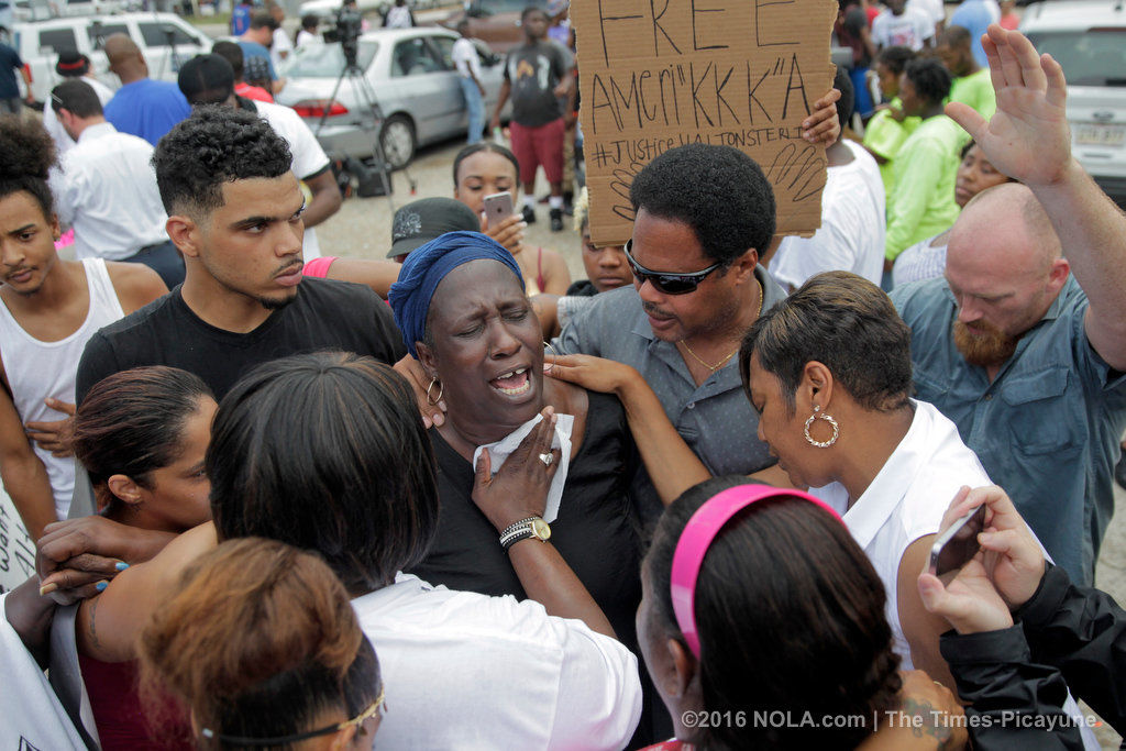 In Alton Sterling shooting, Baton Rouge police officers won't face federal charges: reports