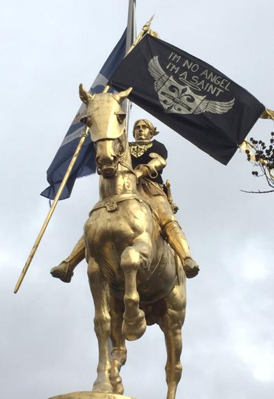 Saints flag appears on statue of Joan of Arc. Who did Dat?