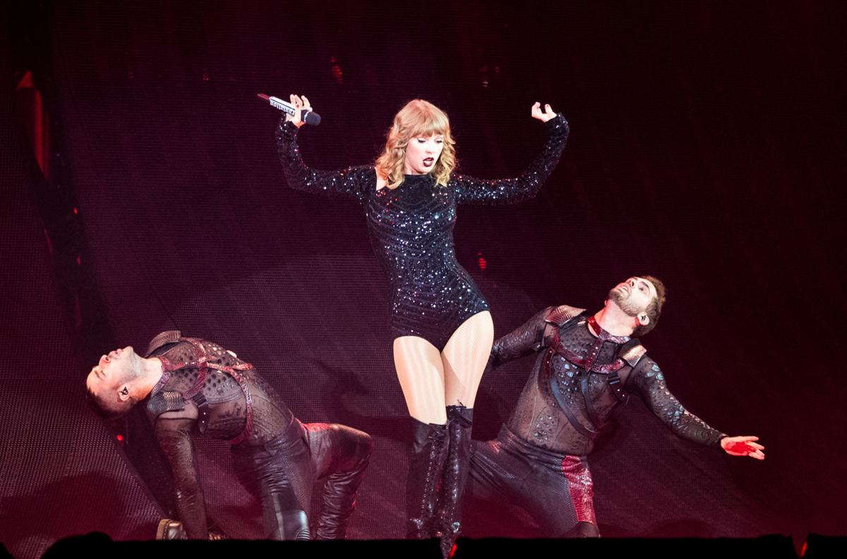 Spera Taylor Swift Dazzles Full Superdome With Breath Taking Reputation Tour Keith Spera Nola Com