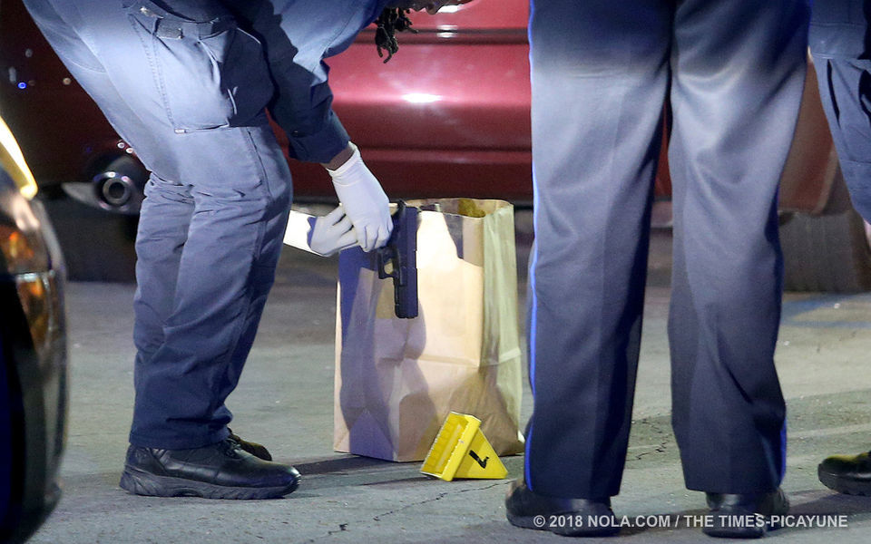Waffle House customer shot at fleeing robbers on Elysian Fields: NOPD
