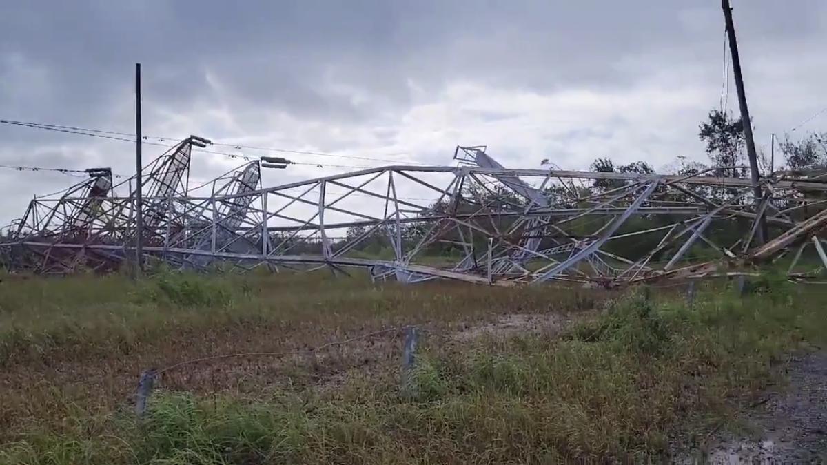 Entergy transmission tower falls