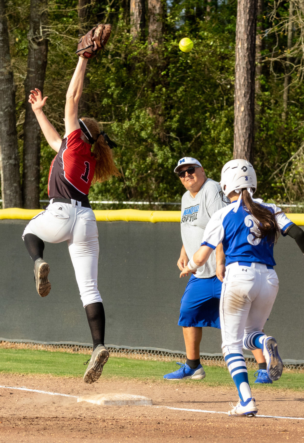 Fontainebleau hosts Mandeville, softball