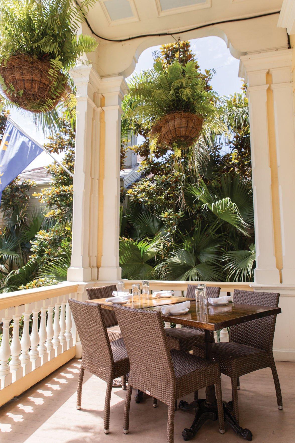 Country Club_corner table porch.jpg