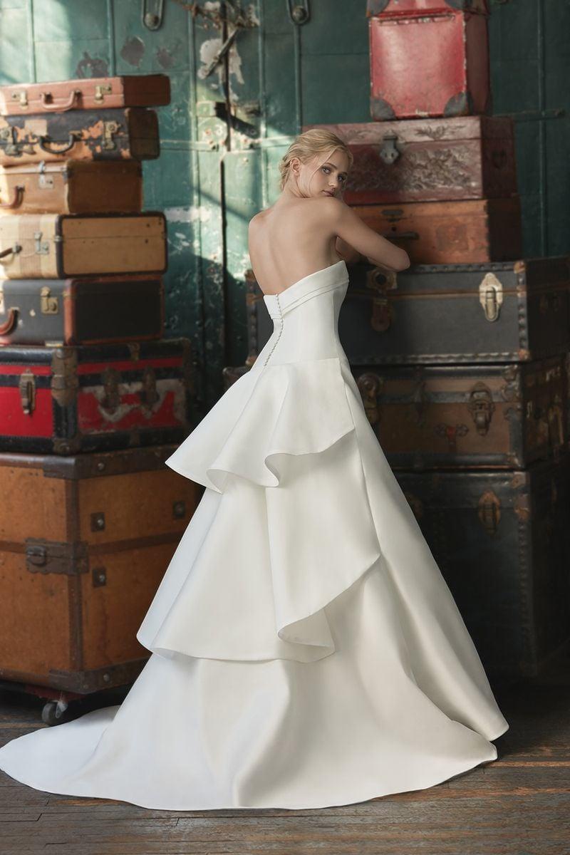 sareh-nouri-wedding-dresses-fall-2020-11-e637c507c3d446e49de6a55962d66bbf.jpg