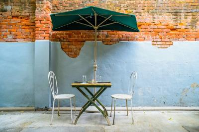 A Closer Look at 2 Al Fresco Eateries