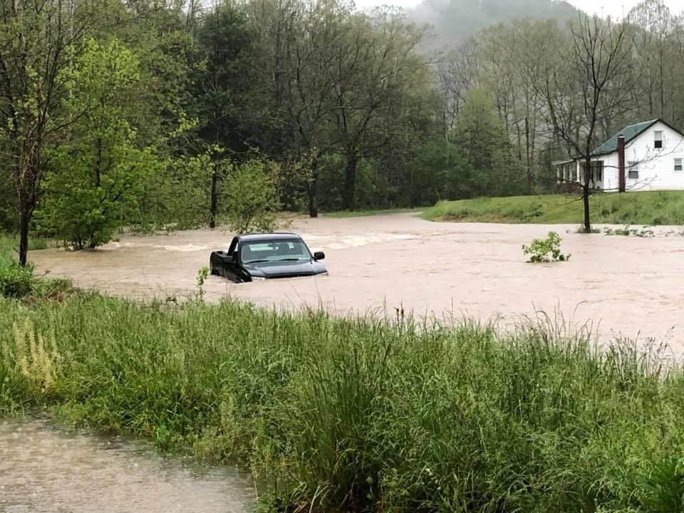 Brad Minter stranded vehicle on Indian Creek.jpg