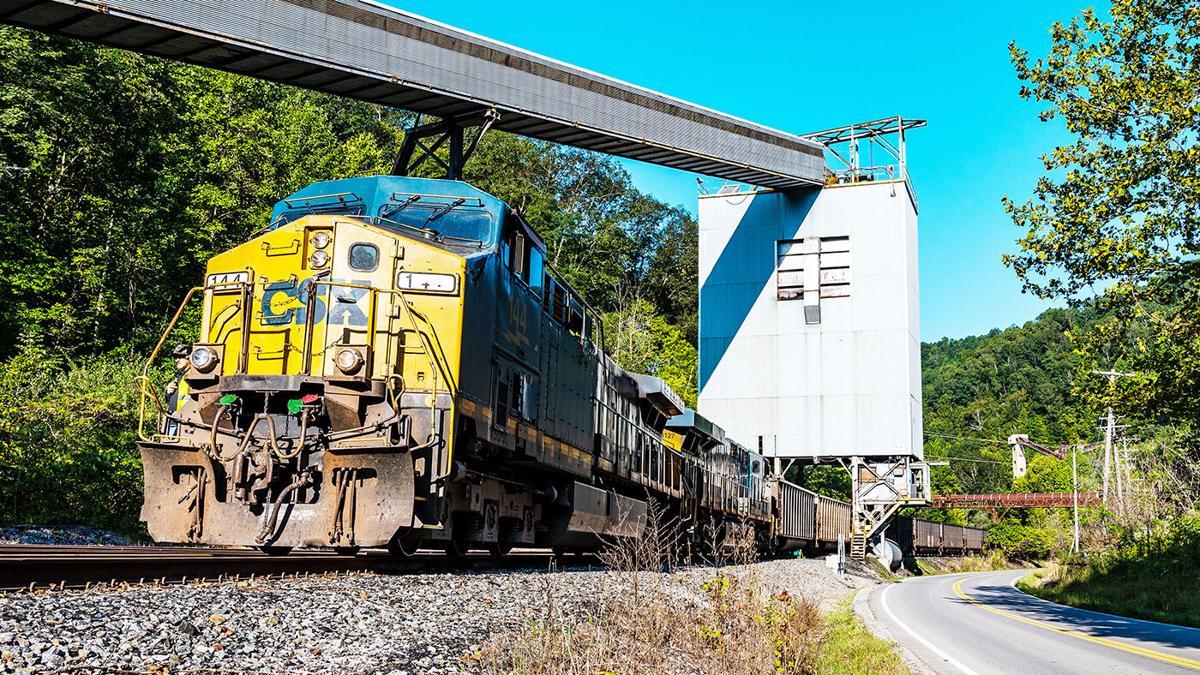 Coal train returns to Straight Creek