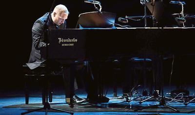 Pianist Matthew Mayer