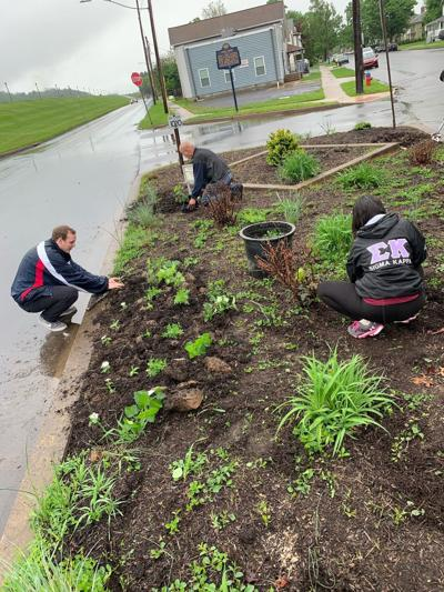 LHU students plant at city gardens - photo