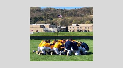 Montoursville_team_praying2_2019.jpg