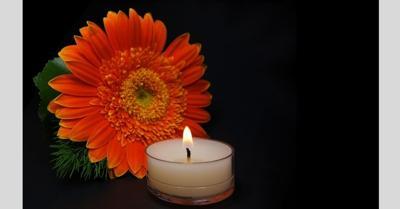 daisy obit candle.jpg