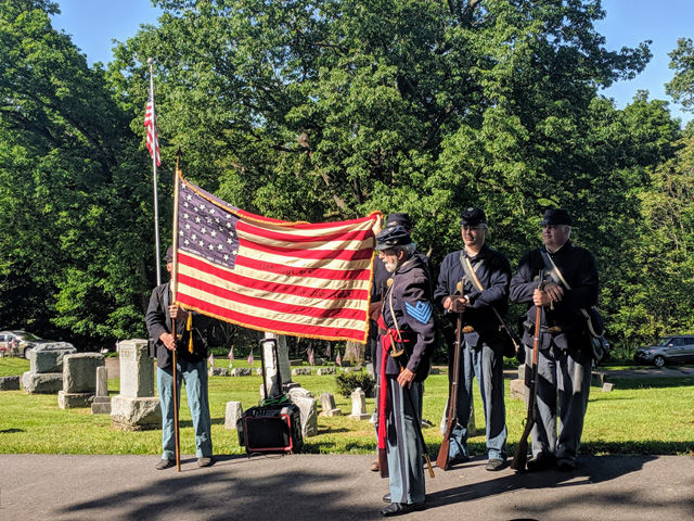 Flag_display_Wildwood_cemetery.jpg