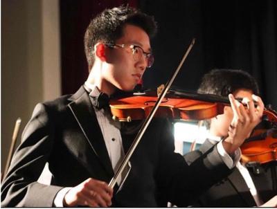 Brian Shon playing the violin