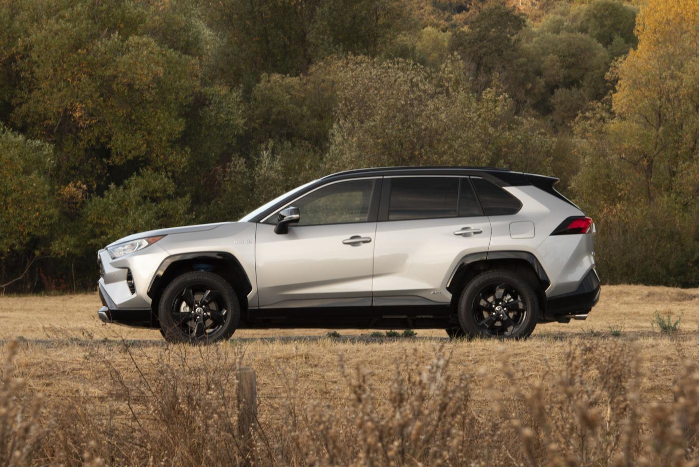 2020_Toyota_RAV4_XSE_HV_SilverSkyMetallic_10.jpg