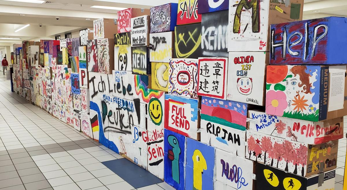 Students commemorate fall of Berlin Wall