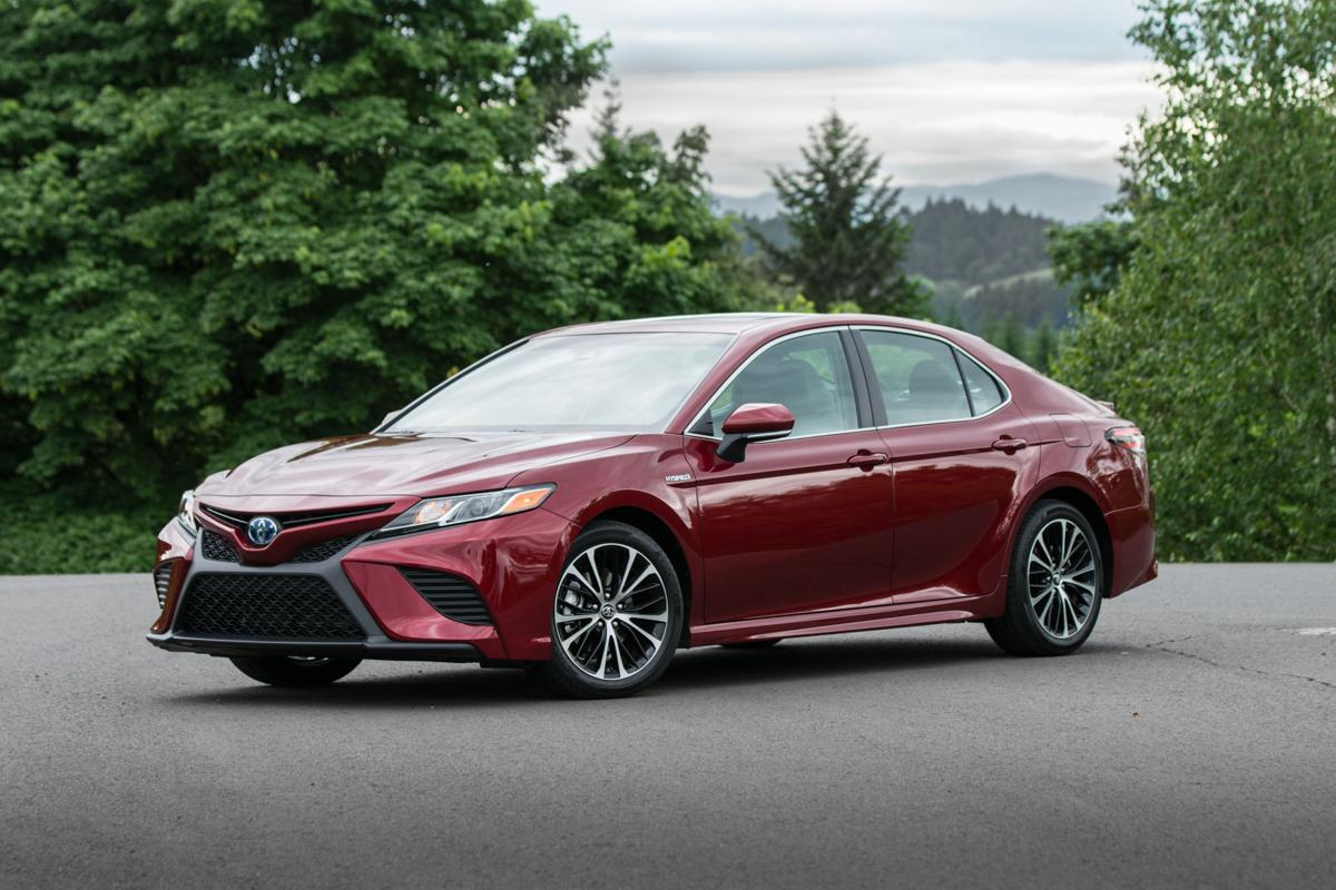 2018_Toyota_Camry_SE_Hybrid_01_C8CD5D638297FC9968B747FF793534516046A9FD.jpg